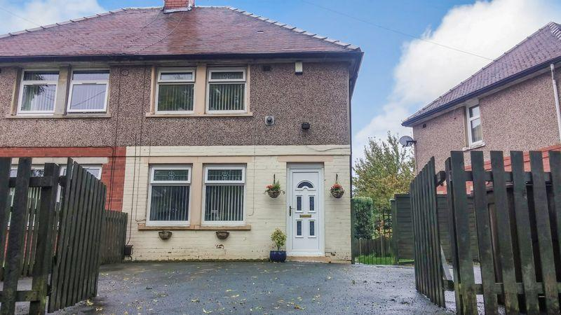 2 Bedrooms Semi Detached House for sale in Wood Lane, Bradford