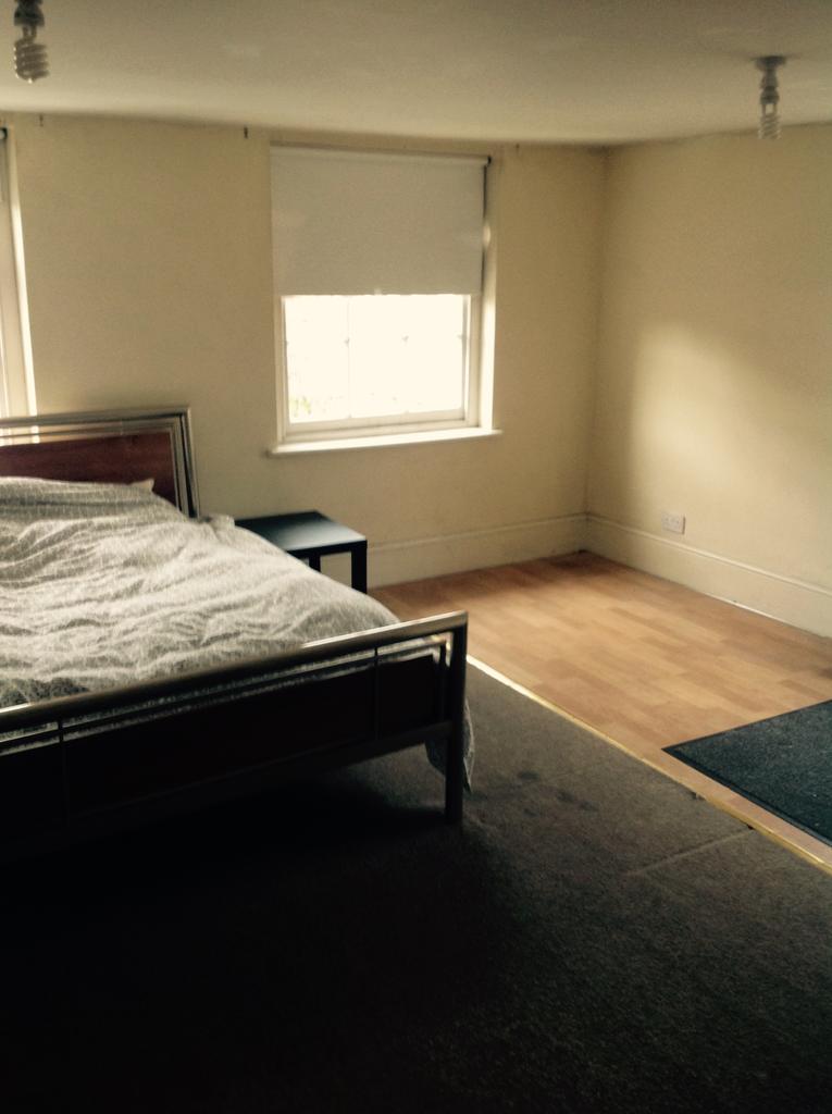 6 Bedrooms Flat