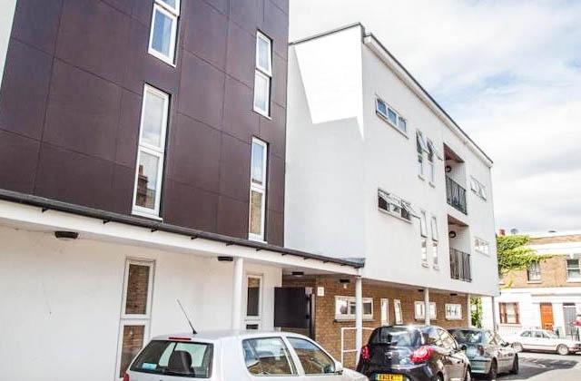 2 Bedrooms Flat for sale in Hatcham Park Mews, London, SE14