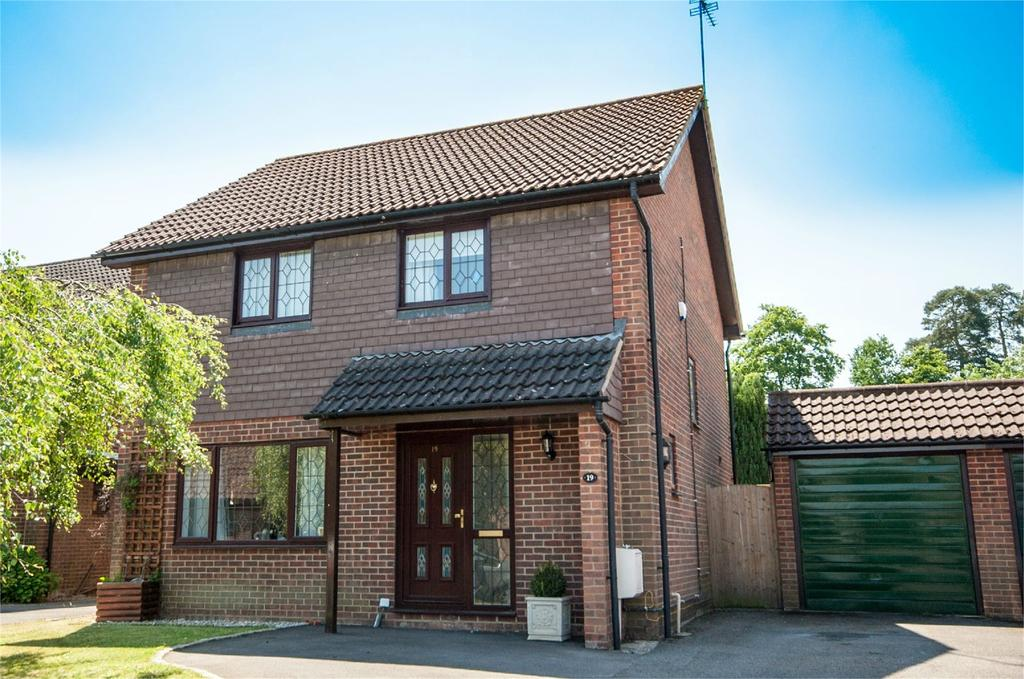 4 Bedrooms Detached House for sale in Kennet Place, Burghfield Common, Reading, RG7