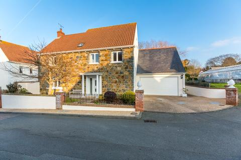 5 bedroom detached house to rent - La Grande Rue, St. Saviour, Guernsey