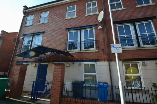 4 Bedrooms End Of Terrace House