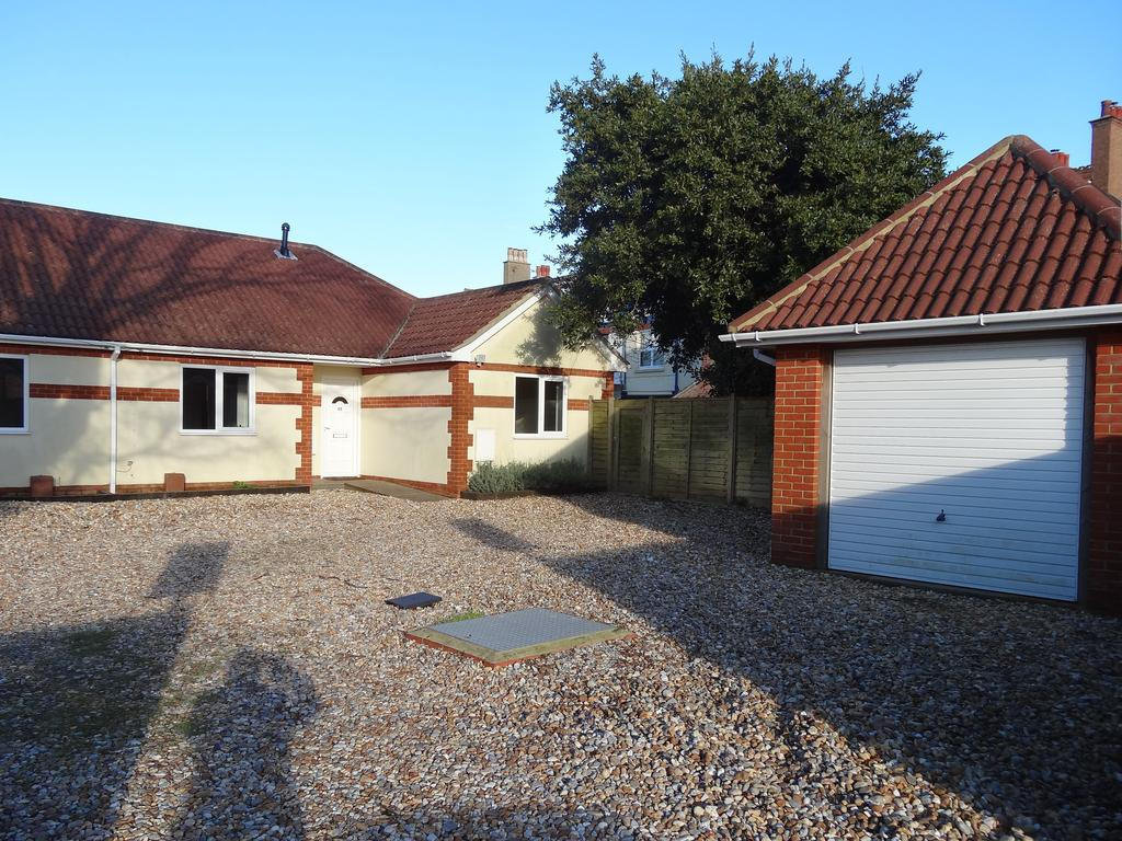 2 Bedrooms Semi Detached Bungalow for sale in Westingway, Aldwick PO21