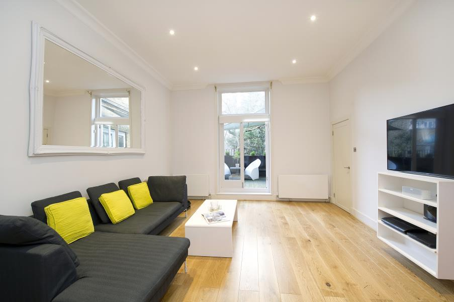 1 Bedroom Flat for sale in Oxford Gardens, North Kensington W10
