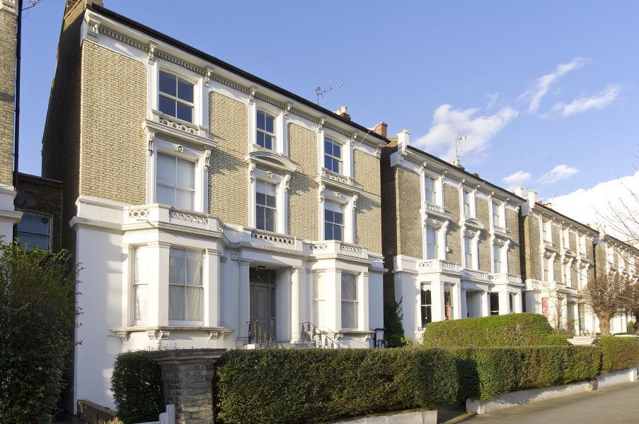 1 Bedroom Flat for sale in Oxford Gardens, North Kensington W10