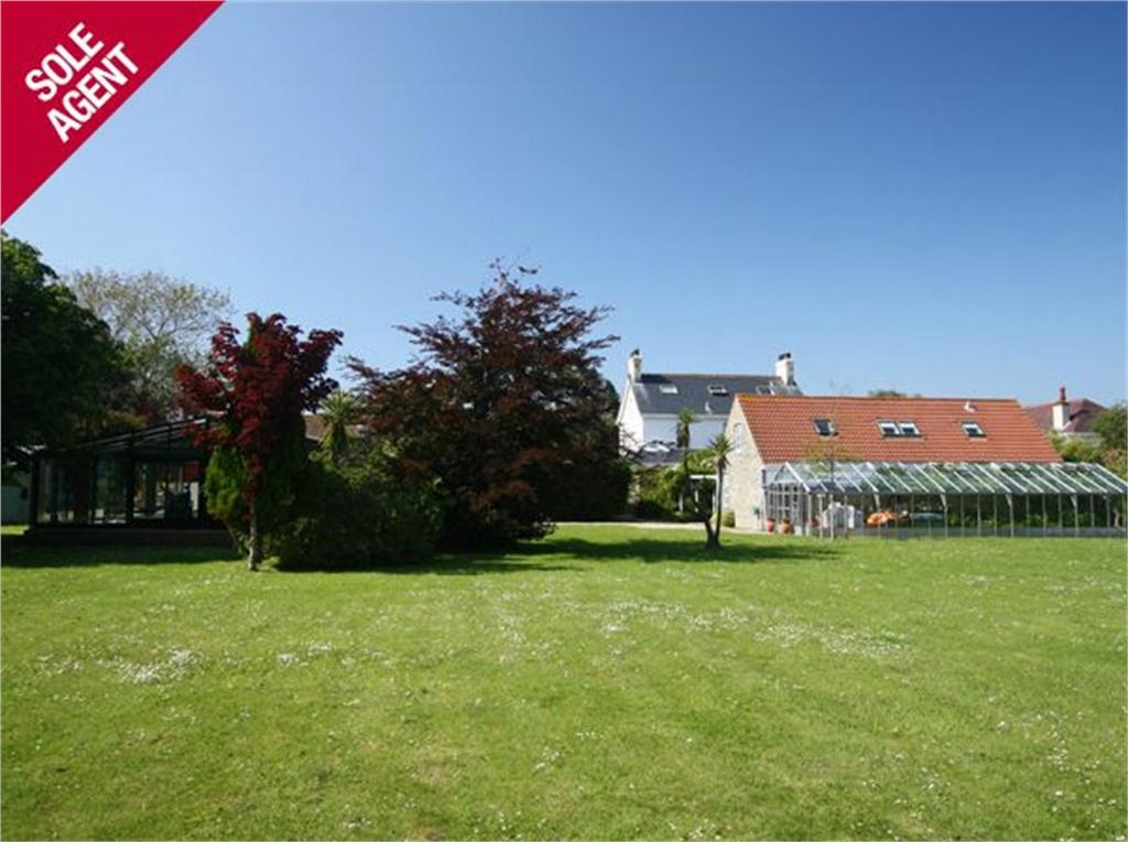 3 Bedrooms Detached House for sale in Hawkesbury, La Route du Braye, St Sampson's
