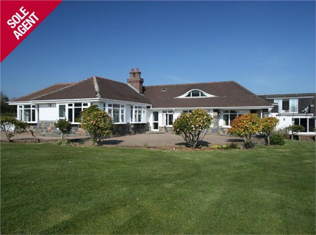 5 Bedrooms Detached House for sale in Wycombe Grange, Calais Lane, St Martin's