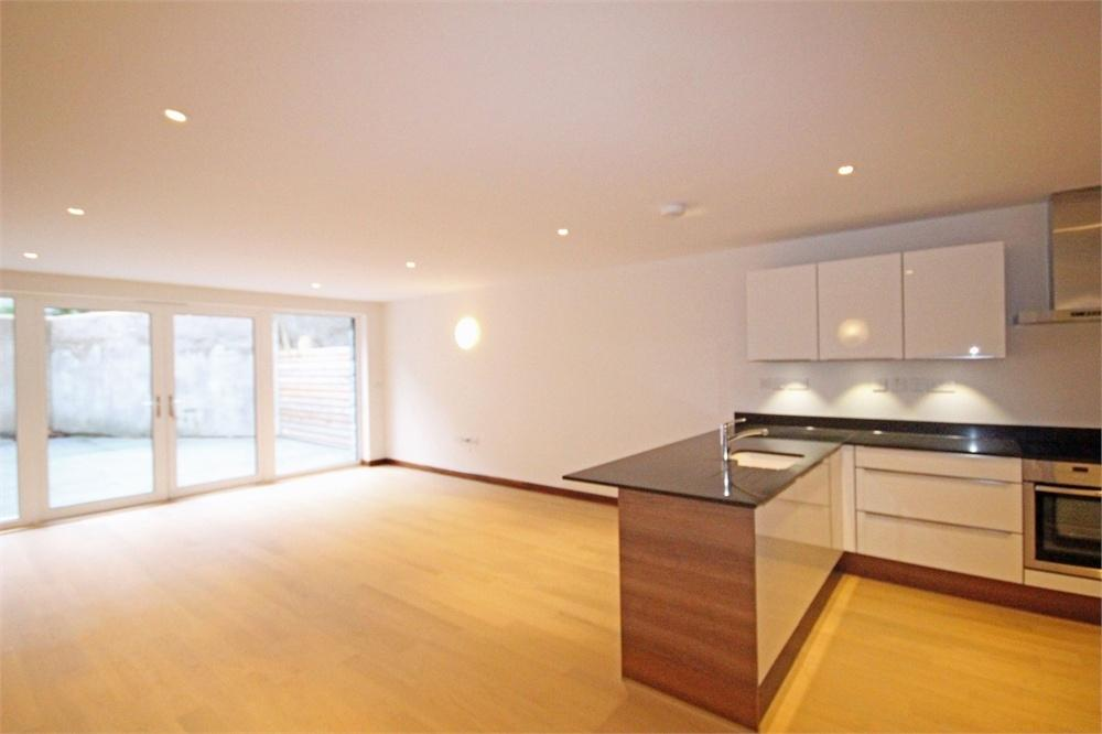 2 Bedrooms Flat for sale in Apartment 33, ONE St Julian's Avenue, St Peter Port, TRP 101