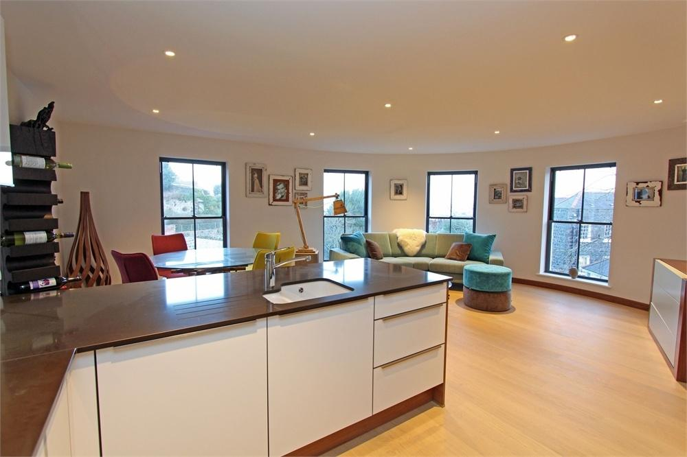 2 Bedrooms Flat for sale in Apartment 21, ONE St Julian's Avenue, St Peter Port, TRP 102
