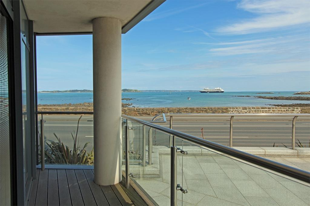 3 Bedrooms Flat for sale in 11 Vue de Godfrey, Rue de Vega, St Peter Port, TRP 145