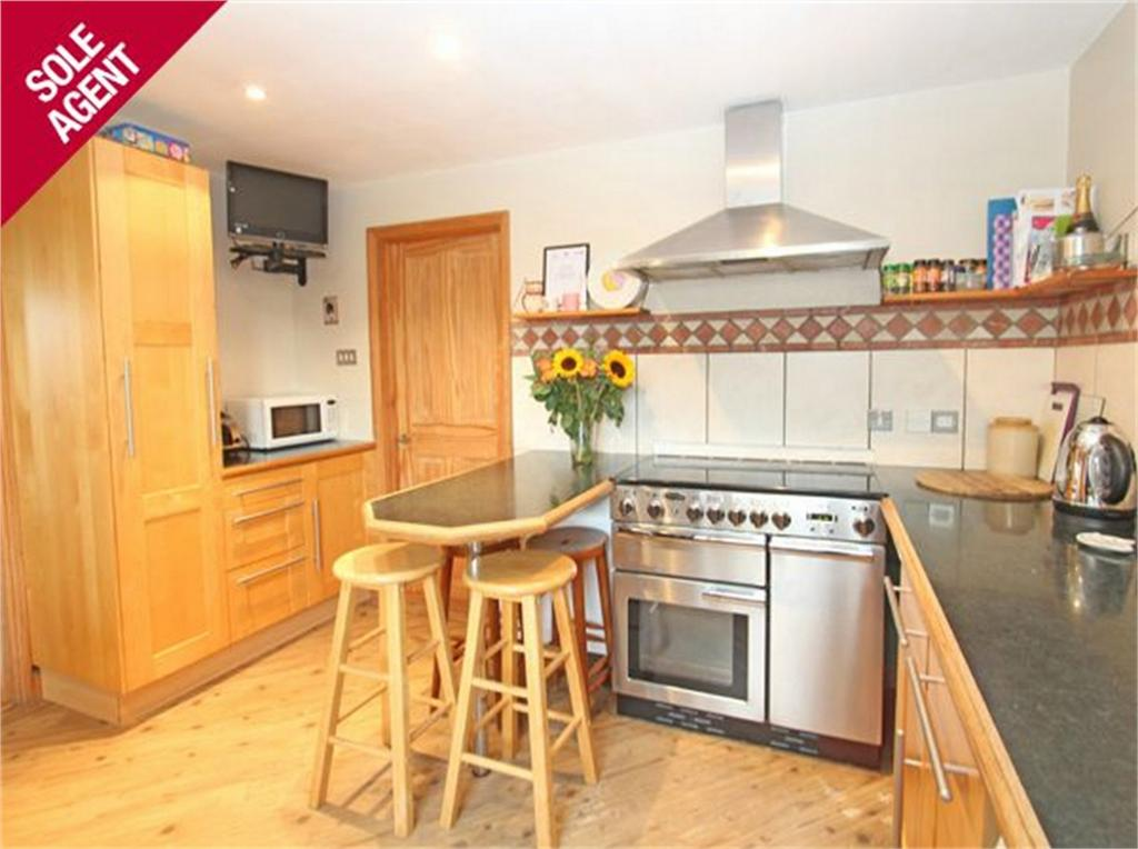 3 Bedrooms Semi Detached House for sale in Highlands, Lowlands Road, St Sampson's