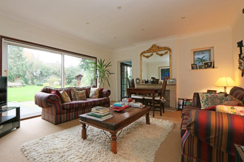 4 Bedrooms Detached House for sale in Cromford Way, New Malden, Surrey, KT3
