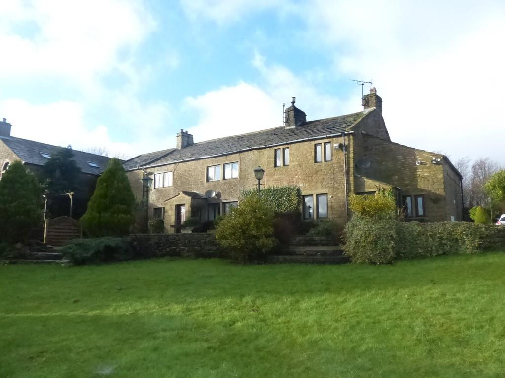 5 Bedrooms Detached House for sale in East Hainslack Farm, Lothersdale