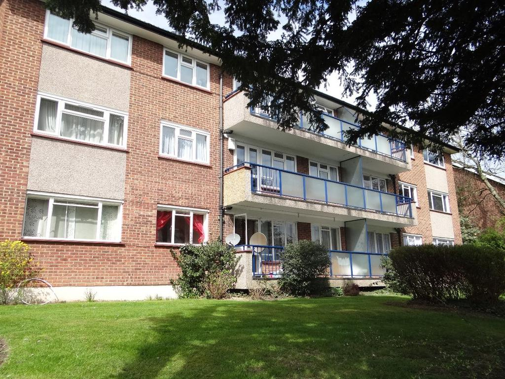 3 Bedrooms Flat for sale in Cumberland Gardens NW4