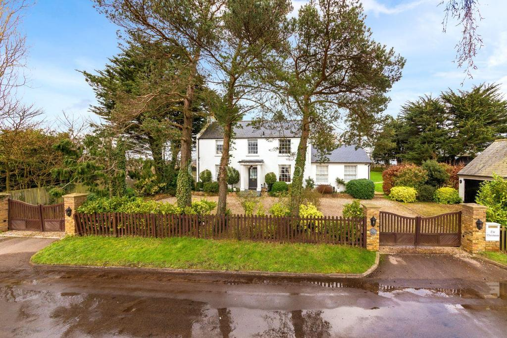 4 Bedrooms Detached House for sale in Broxbourne
