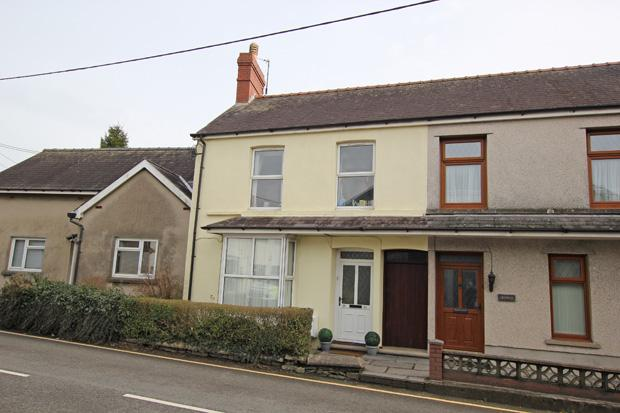 3 Bedrooms Terraced House for sale in Station Road, St. Clears, Carmarthenshire