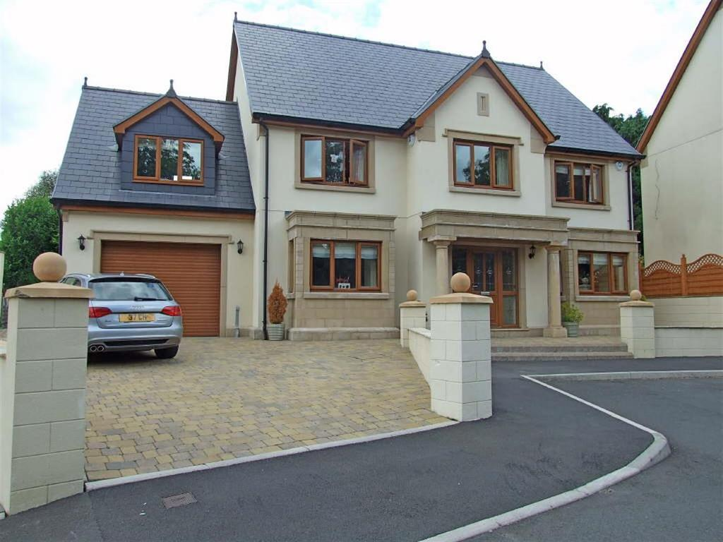 7 Bedrooms Detached House for sale in Old Road