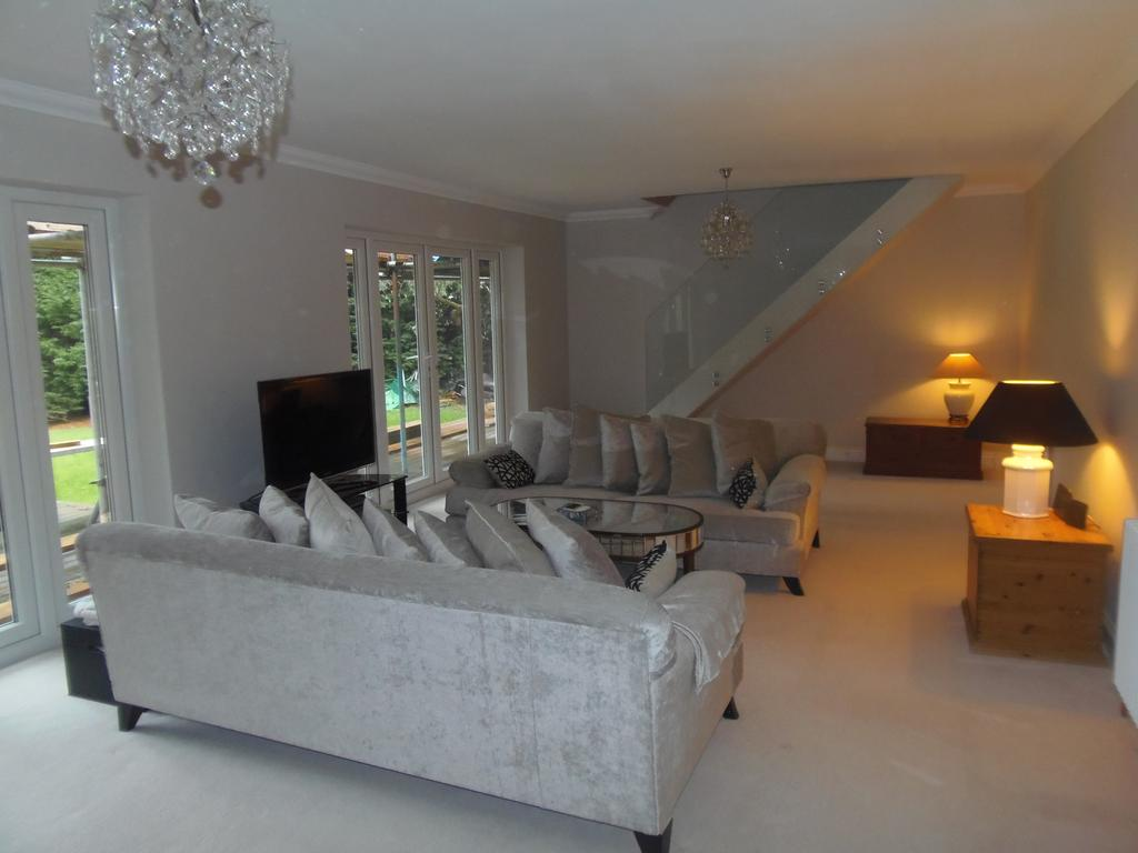 4 Bedrooms Detached House for sale in Greys Park Close, Keston BR6