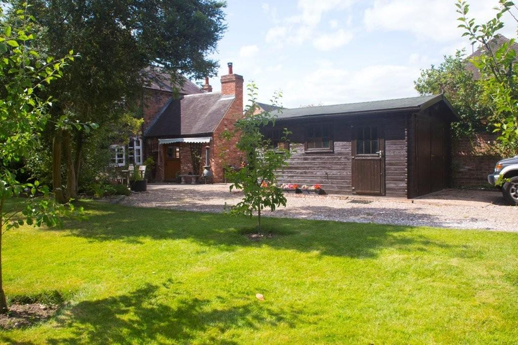 4 Bedrooms Farm House Character Property for sale in Wolseley Bridge, Staffordshire
