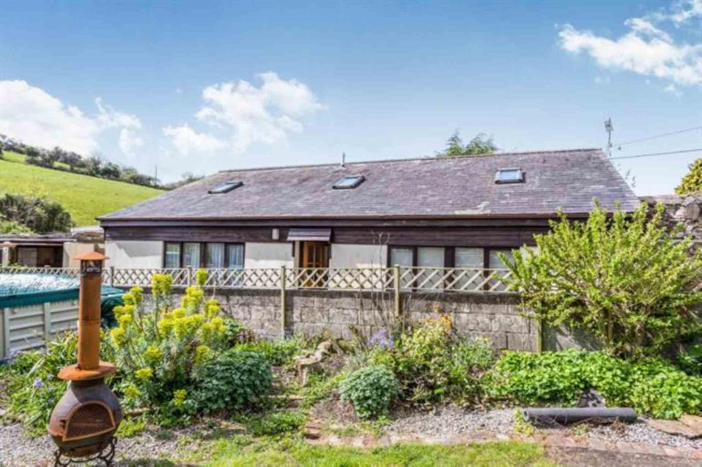 3 Bedrooms Detached Bungalow for sale in Belle Vue Place, West Street, Millbrook
