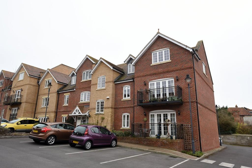 2 Bedrooms Penthouse Flat for sale in Westbury