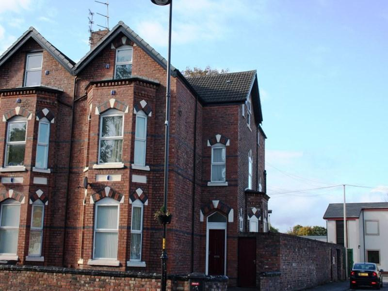 1 Bedroom Flat for sale in New Chester Road, Wirral, CH62 5AB