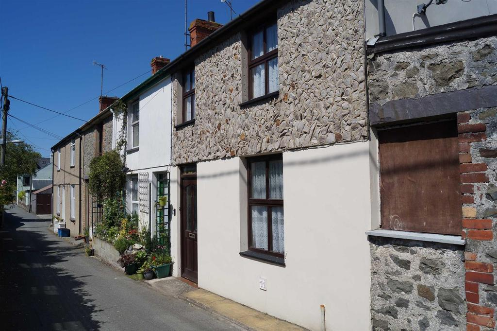 2 Bedrooms Terraced House for sale in Edward Street, Pwllheli