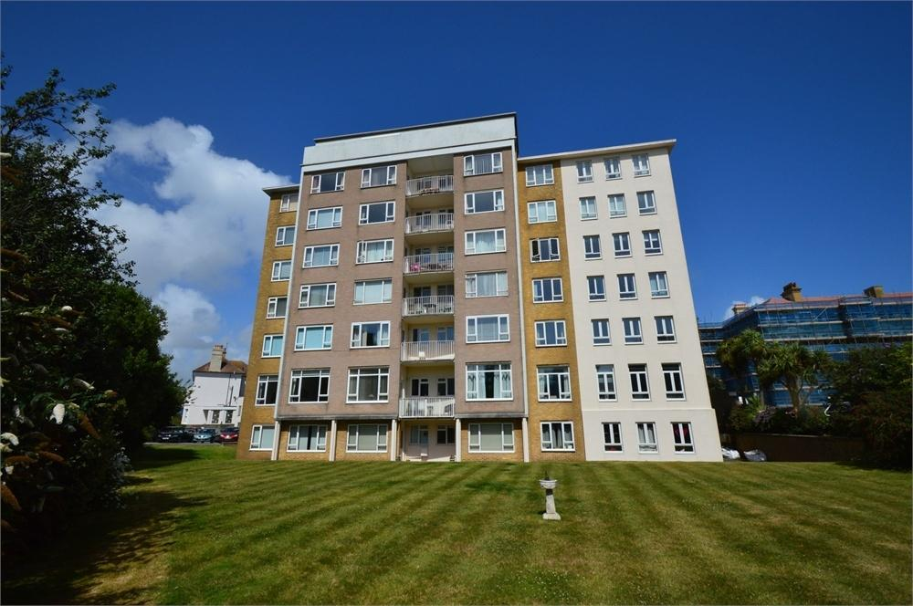 2 Bedrooms Flat for sale in Chiswick Place, Eastbourne, East Sussex