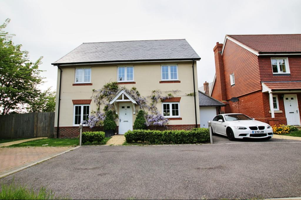 4 Bedrooms Detached House for sale in Chichester Road, Hellingly BN27