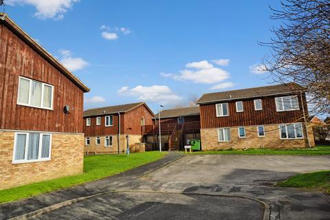 1 bedroom ground floor flat to rent - Chequers Court, Winterton Drive