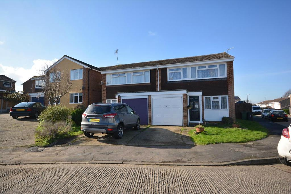 3 Bedrooms Semi Detached House for sale in Cavendish Gardens, Braintree, Essex, CM7