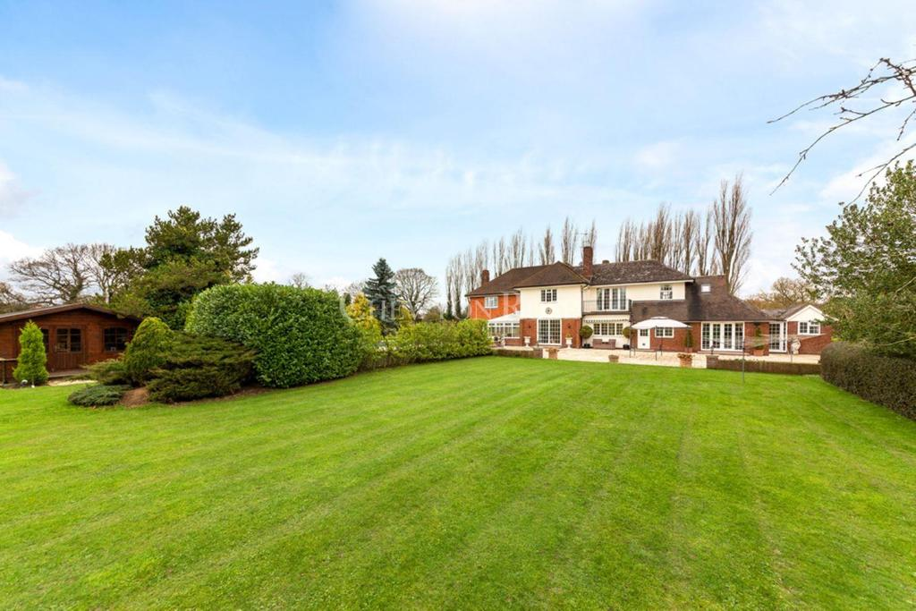 5 Bedrooms Detached House for sale in Doddinghurst