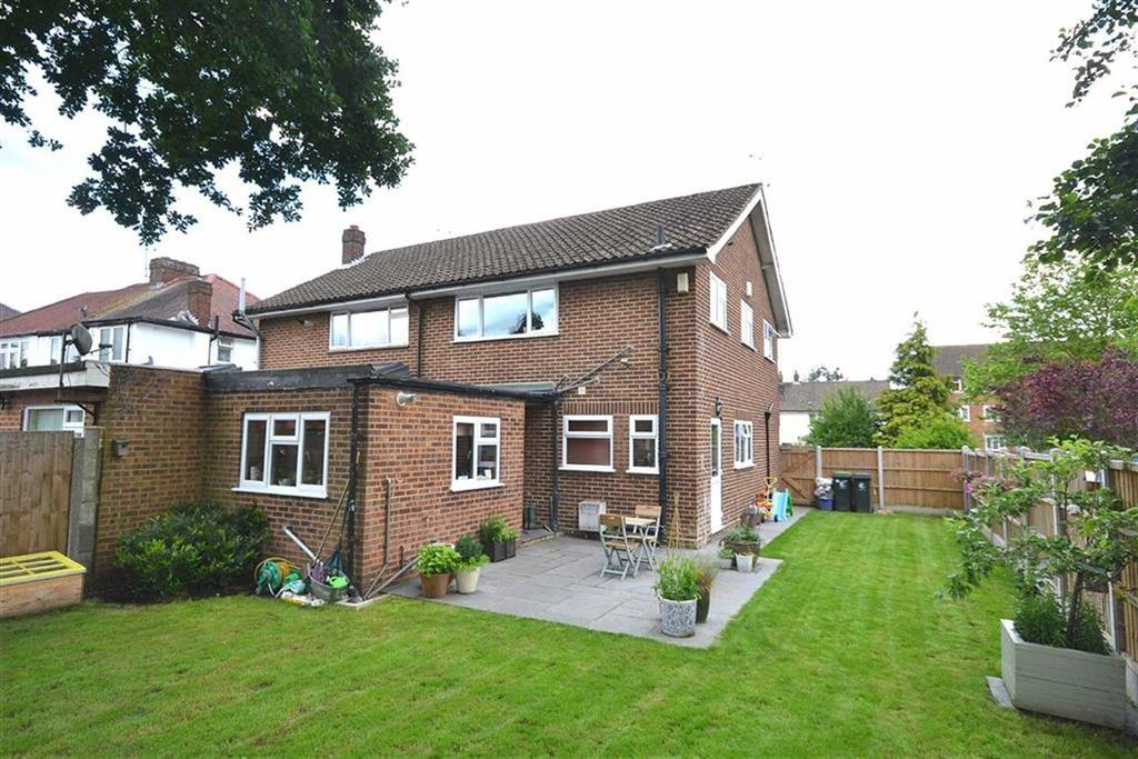 3 Bedrooms Semi Detached House for sale in Forest Drive, Theydon Bois, Essex, CM16