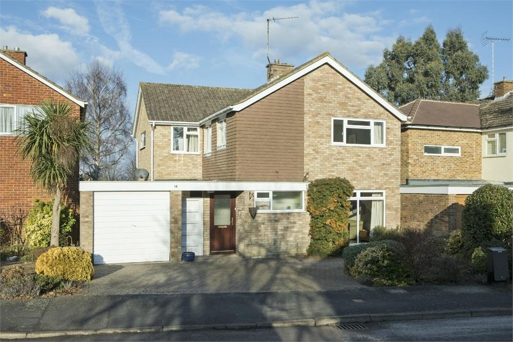 4 Bedrooms Detached House for sale in Nelson Gardens, Guildford, Surrey