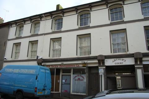 2 bedroom property to rent - CONVERTED SECOND FLOOR FLAT LOCATED IN PAIGNTON TOWN CENTRE