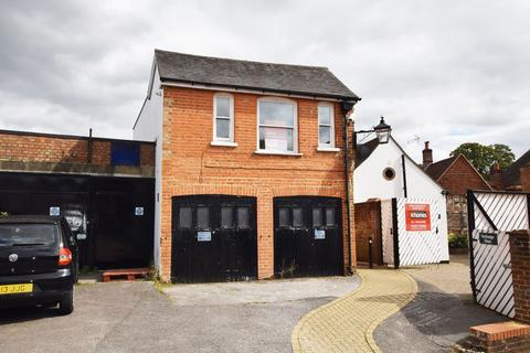 2 bedroom apartment for sale - Between High Street & Market Street, Alton, Hampshire
