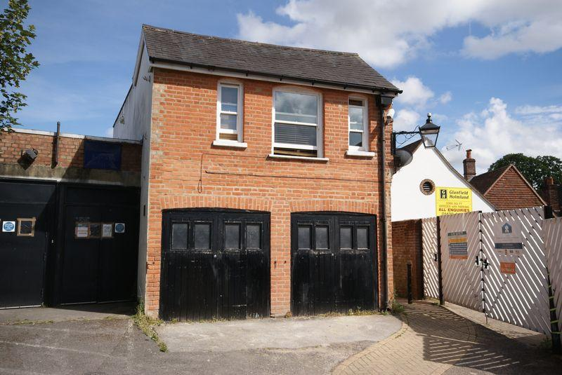2 Bedrooms Apartment Flat for sale in Between High Street Market Street, Alton, Hampshire