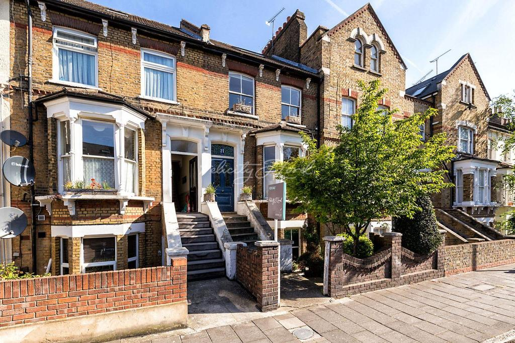 4 Bedrooms Terraced House for sale in Sandringham Road, Hackney, E8