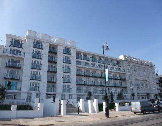 2 Bedrooms Apartment Flat for sale in Central Promenade, Douglas, IM2 4JL