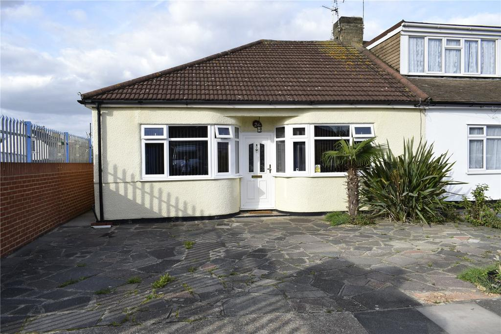 2 Bedrooms Semi Detached Bungalow for sale in Barton Road, Hornchurch, RM12