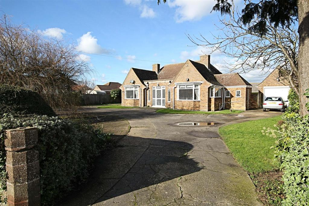 4 Bedrooms Detached Bungalow for sale in Sandsway, Seaholme Road, Mablethorpe