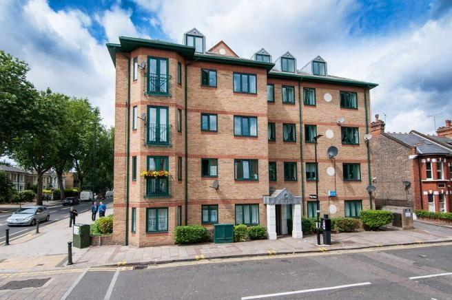 2 Bedrooms Flat for sale in CHISWICK COURT, SILVER CRESENT, W 4
