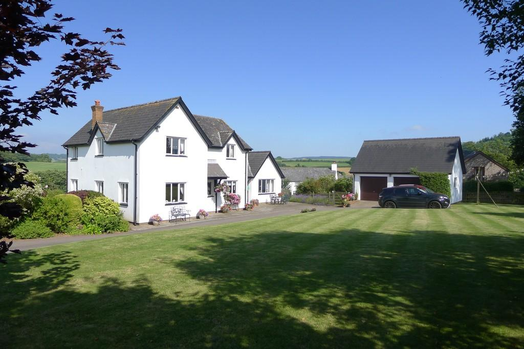 4 Bedrooms Detached House for sale in Ty'r Berllan, Usk