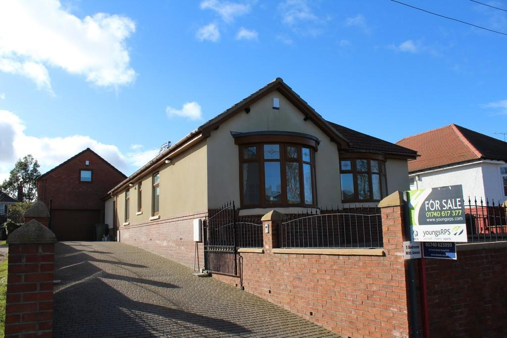 5 Bedrooms Detached Bungalow for sale in Front Street South, Trimdon