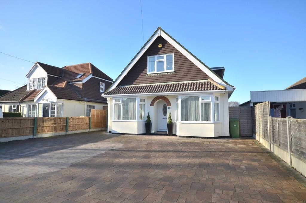 4 Bedrooms Chalet House for sale in Bentley Road, Weeley, CO16 9DT