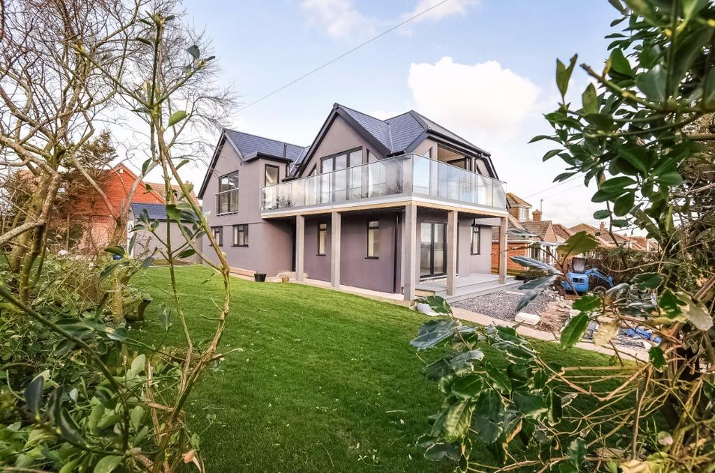 5 Bedrooms Detached House for sale in Springfield Avenue Telscombe Cliffs East Sussex BN10