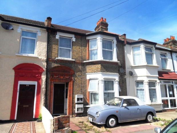 2 Bedrooms Flat for sale in Henley Road, Ilford, IG1