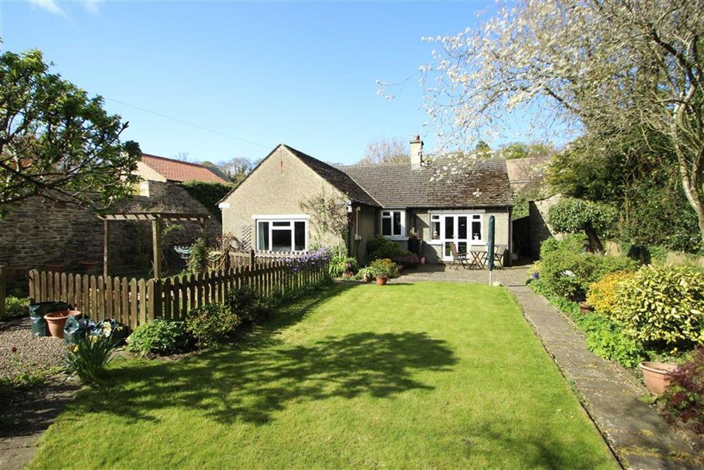 3 Bedrooms Detached Bungalow for sale in Grove Square, Leyburn, North Yorkshire