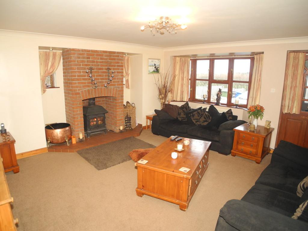 5 Bedrooms Detached House for sale in Hulver Street, Hulver, Beccles, Suffolk