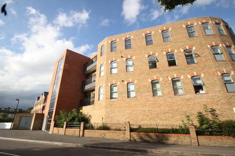 2 bedroom apartment to rent - Evergreen, High Road